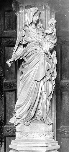 Chartreuse de Champmol (ancienne) Portail de l'ancienne église. Statue du trumeau : La Vierge à l'Enfant, Durand, Jean-Eugène (photographe),