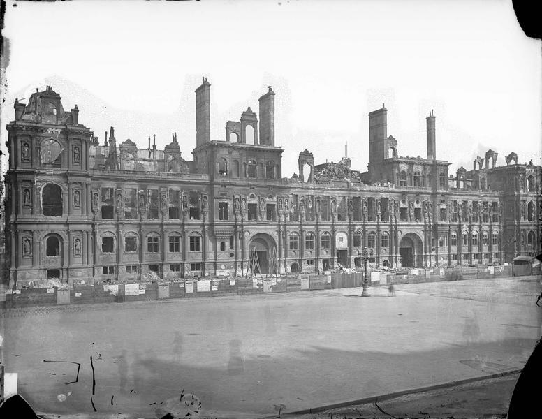 Hôtel de Ville (ancien) Façade incendiée, Wilz,