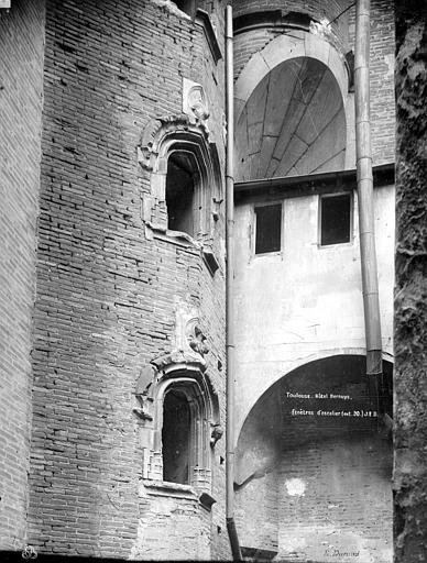 Hôtel Bernuy Cour intérieure : Fenêtres de l'escalier, Durand, Jean-Eugène (photographe),