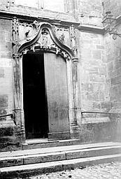 Collégiale Saint-Pierre (ancienne) ; Eglise Saint-Etienne Petit portail, Enlart, Camille (historien),