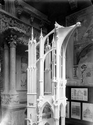 Cathédrale , Chaine, Henri (architecte), 75 ; Paris 16 ; Palais de Chaillot (Trocadéro) ; Musée de Sculpture comparée, musée des Monuments français