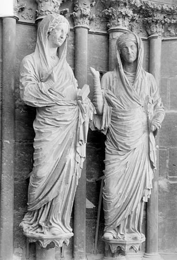 Cathédrale Notre-Dame Portail central de la façade ouest. Ebrasement droit : Groupe de la Visitation, statues de la Vierge et de sainte Elisabeth, Sainsaulieu, Max (photographe),