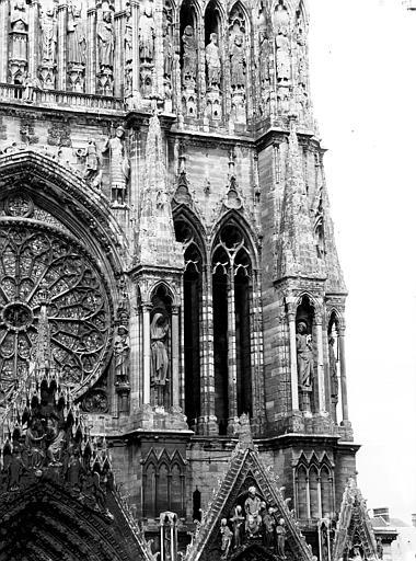 Cathédrale Notre-Dame Fenêtres à la base de la tour sud, Lajoie, Abel,