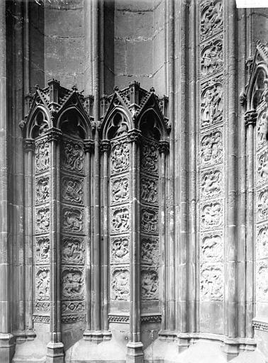 Cathédrale Notre-Dame Portail, piédroit, quatrefeuilles, Enlart, Camille (historien),