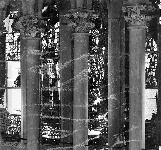 Cathédrale Notre-Dame Vitrail, baies de la galerie sous la grande rose, Sainsaulieu, Max (photographe),