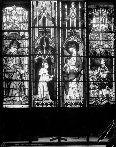 Cathédrale Notre-Dame Vitrail du choeur, fenêtre haute : Vierge à l'Enfant. Charles le Mauvais, Leprévost (photographe),