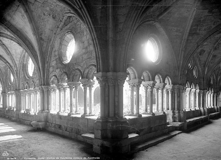 Abbaye de Fontfroide Cloître : Vue intérieure des galeries, Mieusement, Médéric (photographe),