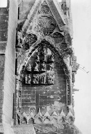 Cathédrale Notre-Dame Portail nord de la façade ouest : Pignon à gauche de la porte, côté nord, Sainsaulieu, Max (photographe),