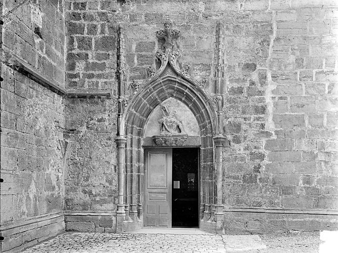 Eglise Saint-Hippolyte Façade sud : Petite porte à l'ouest, Gossin (photographe),