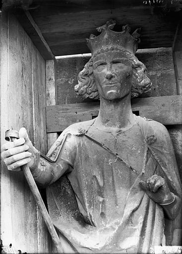 Cathédrale Notre-Dame Buste de roi dit de Philippe-Auguste, tour nord, Lajoie, Abel,