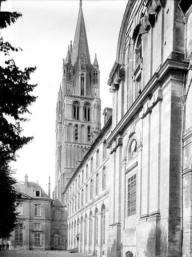Abbaye aux Hommes (ancienne), Eglise Saint-Etienne Tour clocher sud-ouest, côté sud. Façade extérieure du parloir et du réfectoire, vue en perspective, Durand, Jean-Eugène (photographe),