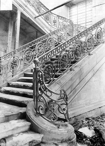 Abbaye Saint-Remi (ancienne) ; Hôtel-Dieu (ancien) Grand escalier Louis XVI : Départ de la rampe, Sainsaulieu, Max (photographe),
