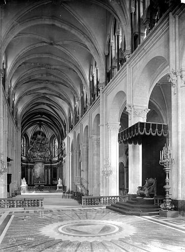 Cathédrale Saint-Jean et Saint-Etienne Vue intérieure de la nef, vers l'entrée, Mieusement, Médéric (photographe),