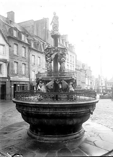 Fontaine de la Plomée Vue d'ensemble, Enlart, Camille (historien),