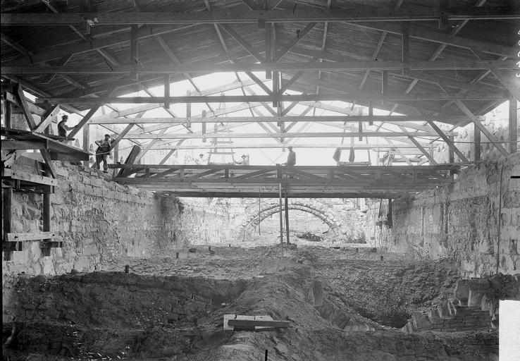 Cathédrale Notre-Dame Couverture provisoire de la charpente de la nef, vue en dessous, Verneau, G.,