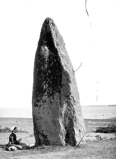 Menhir dit de la Vacherie Menhir au bord de la Loire, Mieusement, Médéric (photographe),
