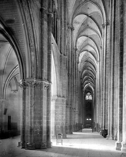 Cathédrale Saint-Etienne Vue intérieure du bas-côté sud, vers l'est, Mieusement, Médéric (photographe),