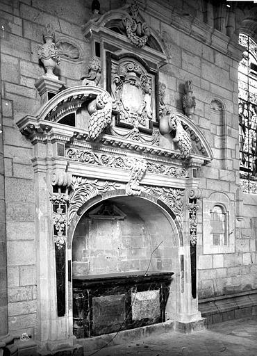 Cathédrale Saint-Pierre Tombeau sous enfeu, Mieusement, Médéric (photographe),