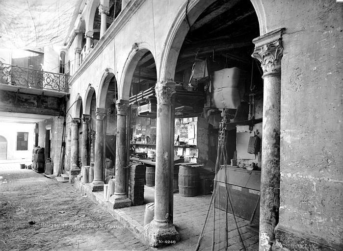 Maison dite de François 1er ou hôtel Toutin Cour intérieure : Galerie d'arcades du rez-de-chaussée, Mieusement, Médéric (photographe),