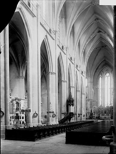 Eglise Saint-Etienne Nef vue de l'entrée, Enlart, Camille (historien),