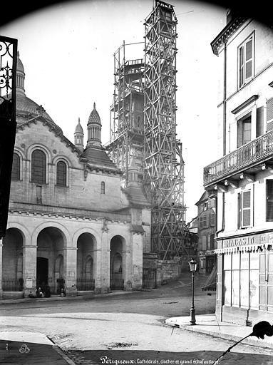 Cathédrale Saint-Front Transept nord et clocher échafaudé, Mieusement, Médéric (photographe),