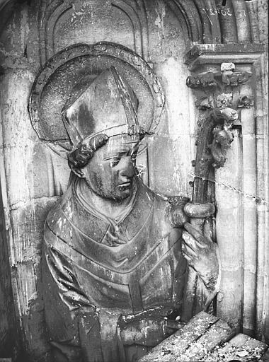 Cathédrale Notre-Dame Contrefort de la tour sud, buste d'une statue d'évêque, Lajoie, Abel,