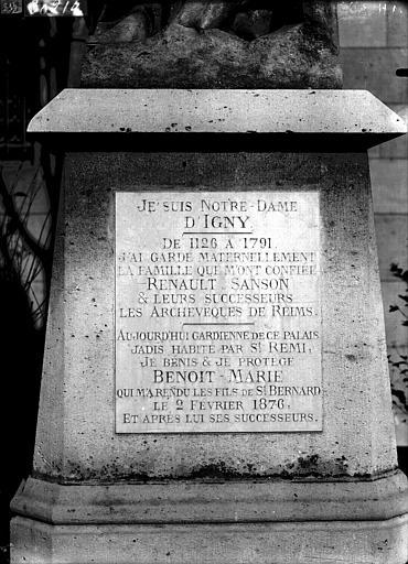 Cathédrale Notre-Dame Inscription sur le socle de la statue de Notre-Dame d'Igny, Lajoie, Abel,