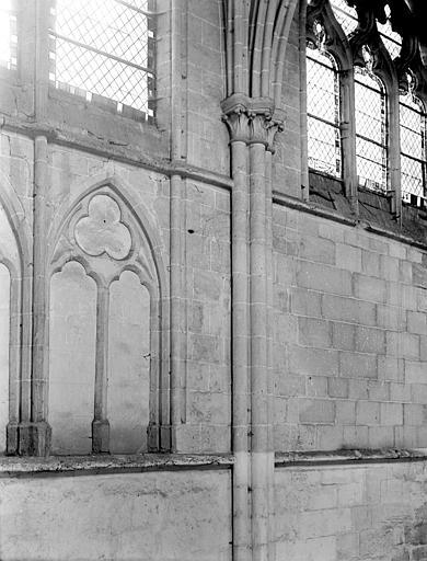 Eglise Saint-Lucien Détail intérieur : fenêtre, Chaine, Henri (architecte),