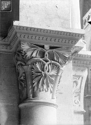 Cathédrale Saint-Vincent (ancienne) Chapiteau de la nef à décor végétal, Heuzé, Henri (photographe),