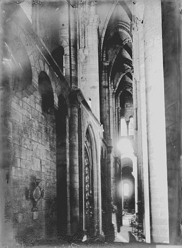Collégiale Saint-Martin Nef, Enlart, Camille (historien),