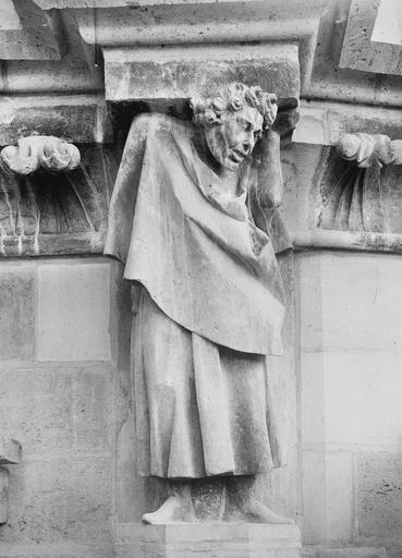 Cathédrale Notre-Dame Figure d'homme soutenant une corniche, Durand, Eugène (photographe),