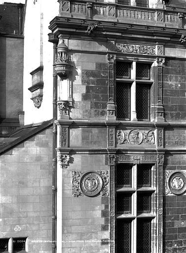 Hôtel Pincé Façade est sur cour : Fenêtres de gauche, Berthault (photographe),