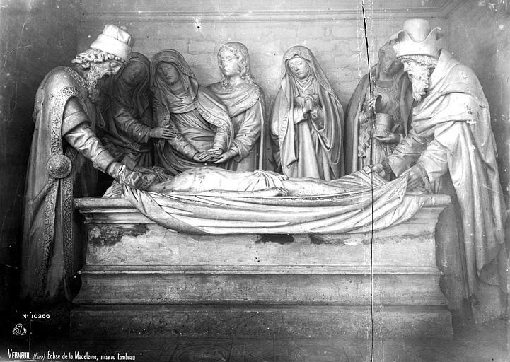 Eglise de la Madeleine Groupe sculpté du saint Sépulcre : Mise au tombeau, Robert, Paul (photographe),