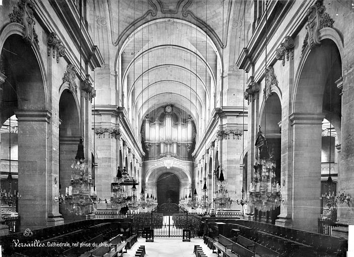 Cathédrale Saint-Louis Vue intérieure de la nef vers l'entrée, Mieusement, Médéric (photographe),