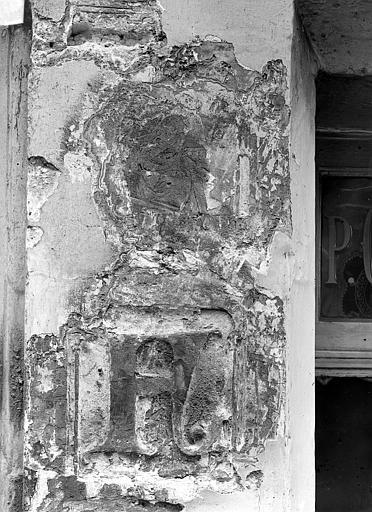 Maison dite de Nicolas Flamel Détail de la façade : Personnage et lettre F, avant nettoyage, Durand, Jean-Eugène (photographe),