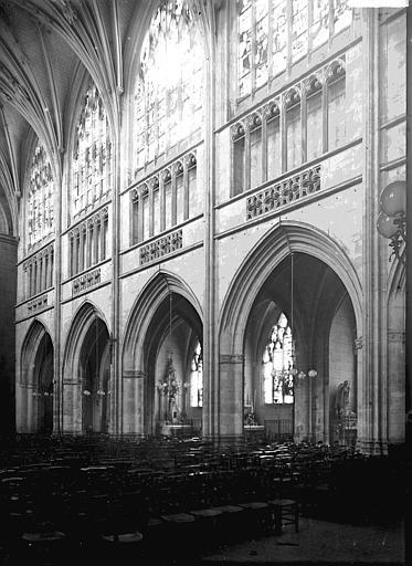 Eglise Travées et nef, côté sud, Enlart, Camille (historien),