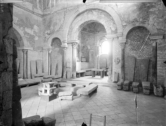 Baptistère Saint-Jean Vue intérieure, Gossin (photographe),