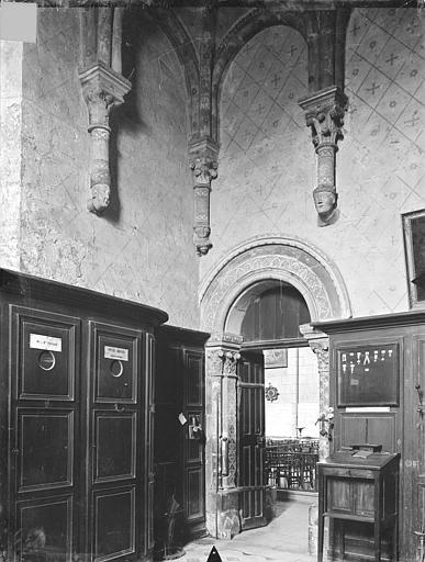 Eglise Sainte-Radegonde Vue intérieure de la sacristie : porte, Gossin (photographe),