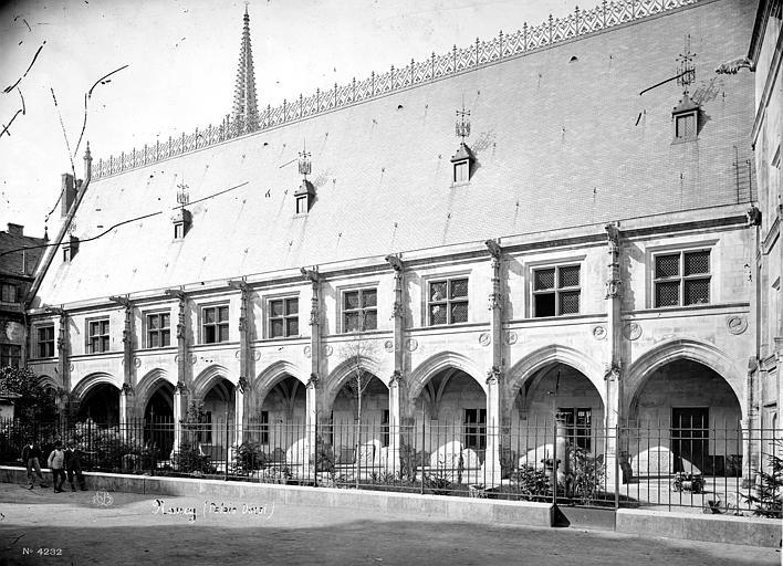 Palais Ducal (ancien) ; Musée Lorrain Façade avec galerie d'arcades, Mieusement, Médéric (photographe),