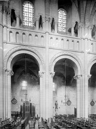 Abbaye aux Dames (ancienne), Eglise Sainte-Trinité Vue intérieure de la nef, côté sud : grandes arcades, Heuzé, Henri (photographe),