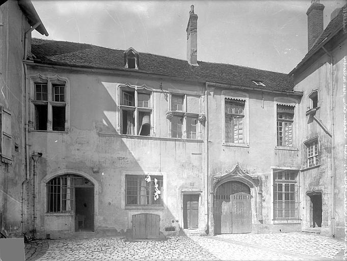 Cloître capitulaire de Saint-Vincent (ancien) Façade extérieure : Entrée sur la place, Heuzé, Henri (photographe),