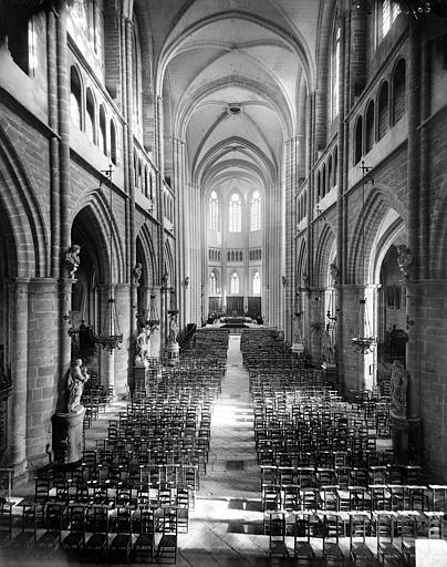 Cathédrale Saint-Bénigne Vue intérieure de la nef vers le choeur, Delaunay (photographe),