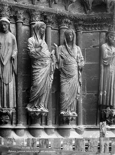 Cathédrale Notre-Dame Portail central de la façade ouest. Statues-colonnes de l'ébrasement droit : La Visitation, Mieusement, Médéric (photographe),