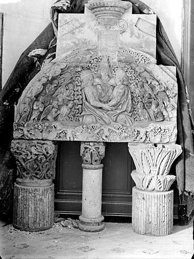 Evêché (ancien) Chapiteaux, tympan, Heuzé, Henri (photographe),