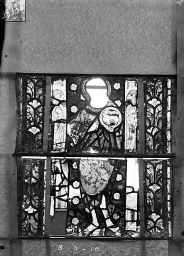 Eglise Saint-Gengoult Vitrail du transept nord, fenêtre B, 2ème lancette à gauche, panneaux au dessus 9, 10, Romanais (photographe),