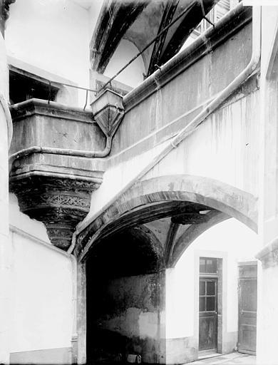 Hôtel Savaron , Enlart, Camille (historien),