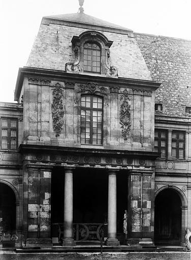 Hôtel Carnavalet (ancien) Façade de pavillon, anciennement rue Richelieu, Durand, Eugène (photographe),