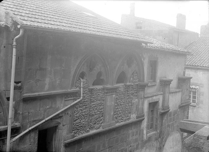Hôtel de la Chantrerie Façade sur rue : Fenêtres de l'étage supérieur, Jarron (photographe),