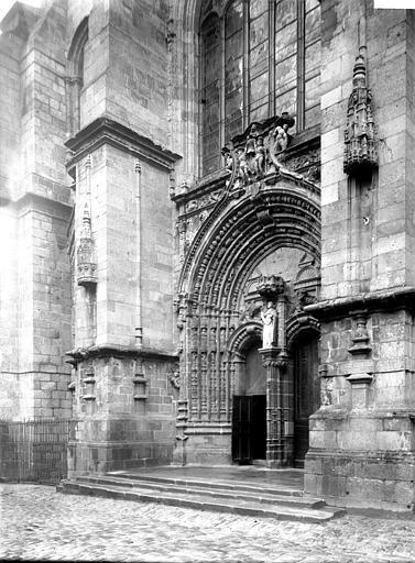 Basilique Notre-Dame de Bon Secours Portail, Enlart, Camille (historien),