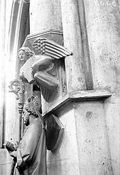 Eglise Saint-Martin Console : ange, et statue d'évêque, Enlart, Camille (historien),